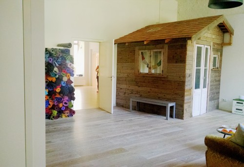 yogatribe Berlin - Büro  von Kai und Tina in der Holzhütte