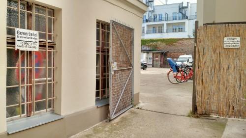 Y4All - Eingang zum Gewerbehof